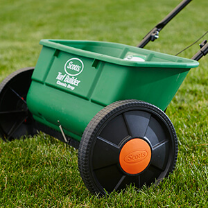 Image of the Classic spreader in grass