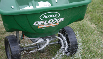 How to Use Lawn Fertilizer: Spreading grass fertilizer with a Scotts® spreader