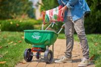 The Benefits of Fall Feeding: Using fall lawn fertilizer