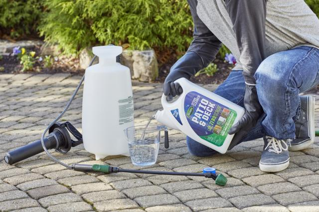 Scotts® Outdoor Cleaner Patio & Deck with ZeroScrub™ Technology Concentrate Setting Up
