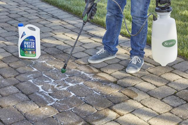 Scotts® Outdoor Cleaner Patio & Deck with ZeroScrub™ Technology Concentrate Spraying