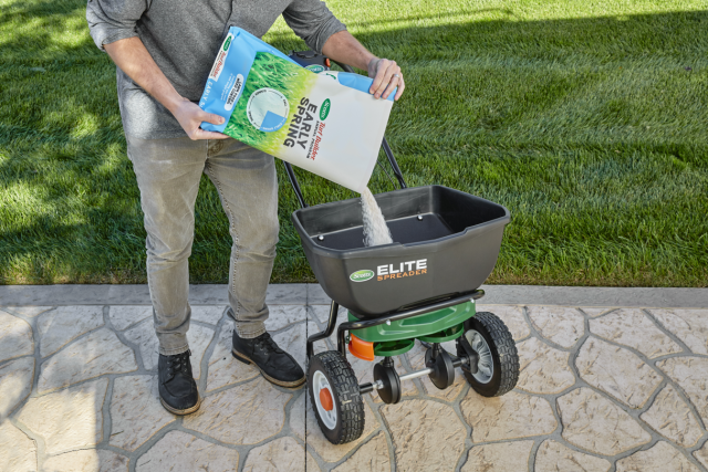 Scotts® Turf Builder® Annual Program Early Spring